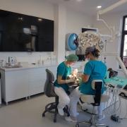 Implanturi dentare intr-o zi